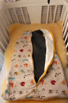 Bettwäsche für eine Babywiege