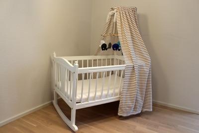 Eine Babywiege aus Holz